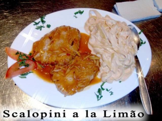 Filetto di gallo mafiosi : Peito de frango grelhado com alho  poco picante e salada .